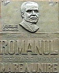 PLACĂ COMEMORATIVĂ DE BRONZ (a fost amplasată pe clădire la inaugurarea muzeului – azi dispărută)